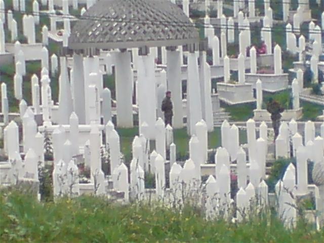 Aquest cementiri recorda, dia a dia, qui era Radovan Karadzic
