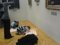 Kids_in_the_art_gallery